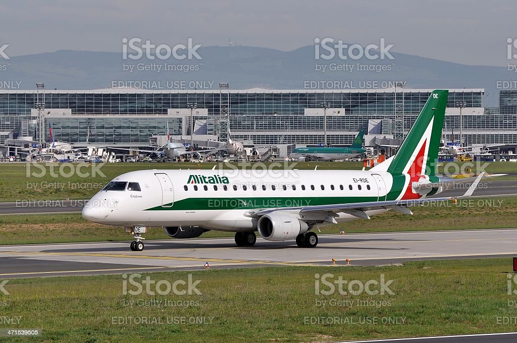 Alitalia Embraer a Francoforte - foto stock