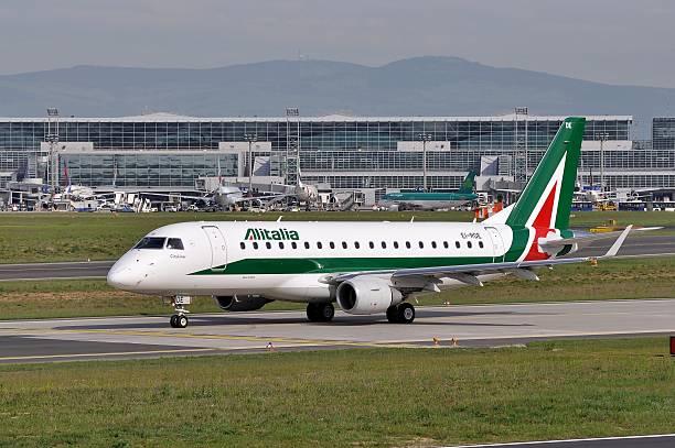 Embraer da Alitalia em Frankfurt - foto de acervo