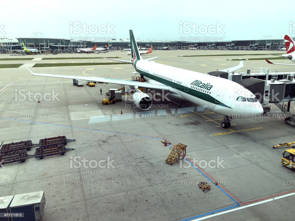 Alitalia is ready for departure after boarding procedures from Incheon - foto stock