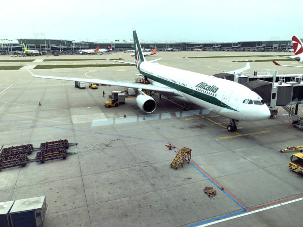 Alitalia está pronta para a partida após embarque procedimentos de Incheon - foto de acervo