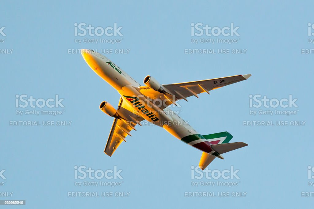 Alitalia – Società Aerea Italiana Airbus 330 - foto stock