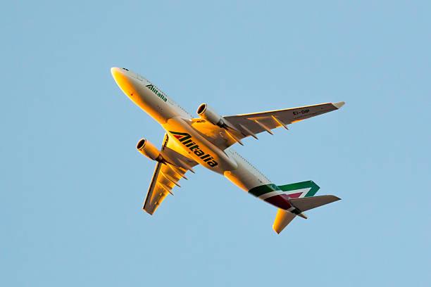 Alitalia – Società Aerea Italiana Airbus 330 - foto de acervo