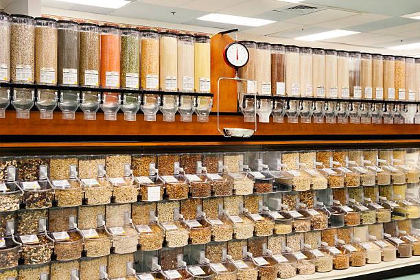 alle natürlichen mehrerer speisen dosiervorrichtungen - grundnahrungsmittel stock-fotos und bilder