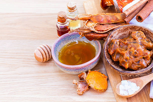 les thaïlandais des produits de soin de la peau. - tamarin photos et images de collection