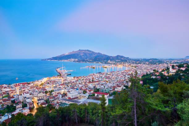 Die ganze Schönheit der berühmten Stadt Zakynthos, von der Burg Bochali aus gesehen. – Foto