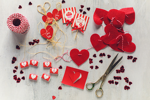 All the elements are ready to decorate your place for Valentine's day