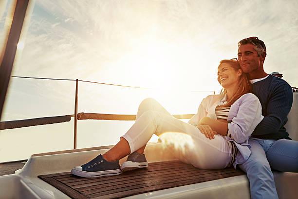 愛さえあれば、ボート - 豊かなライフスタイル ストックフォトと画像