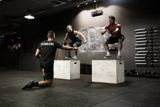 allenamento di squat, Coach di training stock photo