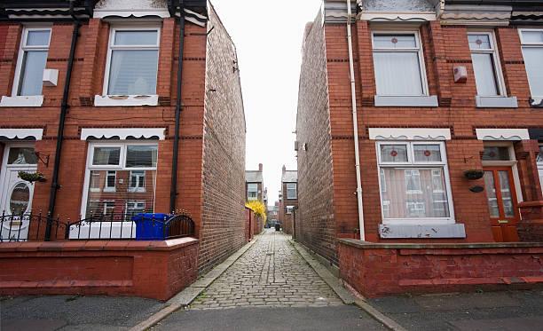 Alley / passageway