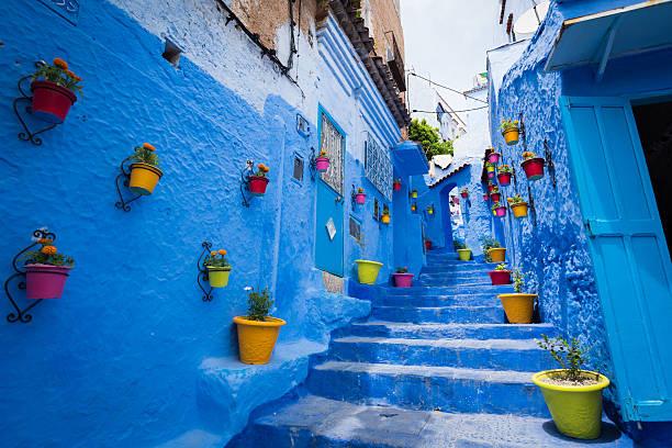 alleyway in chefchaouen, morocoo - marocko bildbanksfoton och bilder