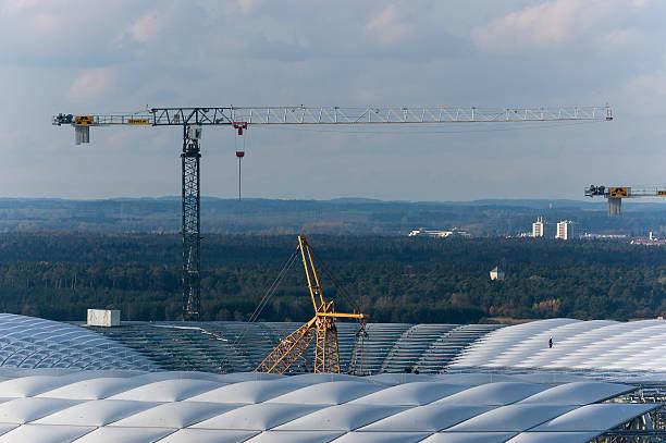 im bau der allianz arena münchen - bayern fußball heute stock-fotos und bilder
