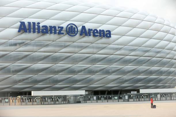 der allianz-arena in münchen - bayern fußball heute stock-fotos und bilder
