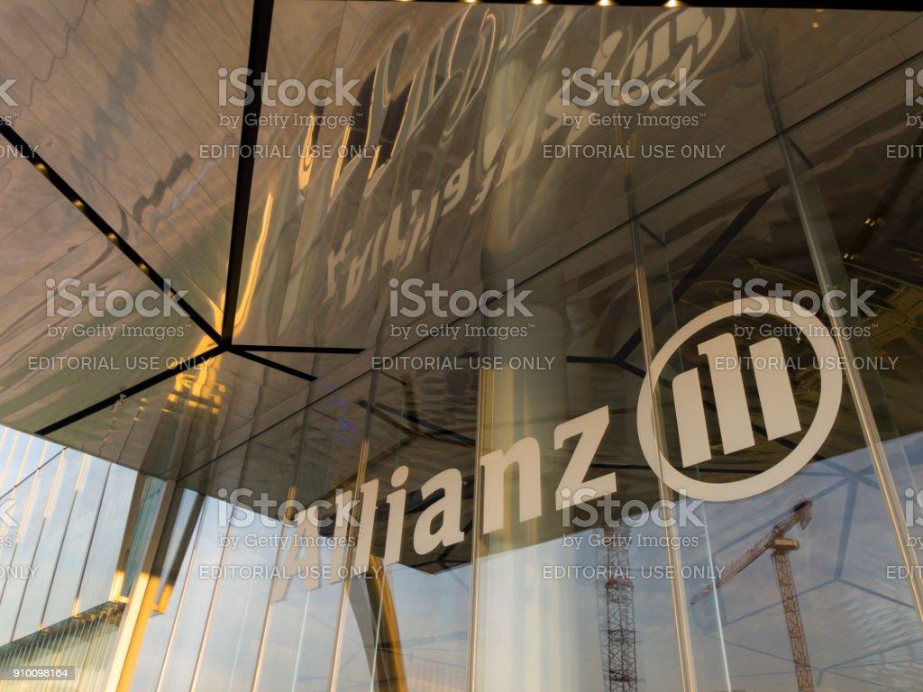 Allianz-Turm, Il Dritto, die gerade ist ein 50-Stock 209 Meter hohen Wolkenkratzer in Mailand, Italien. – Foto