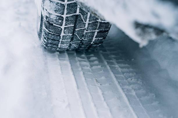 All-season tyre track on snow – Foto