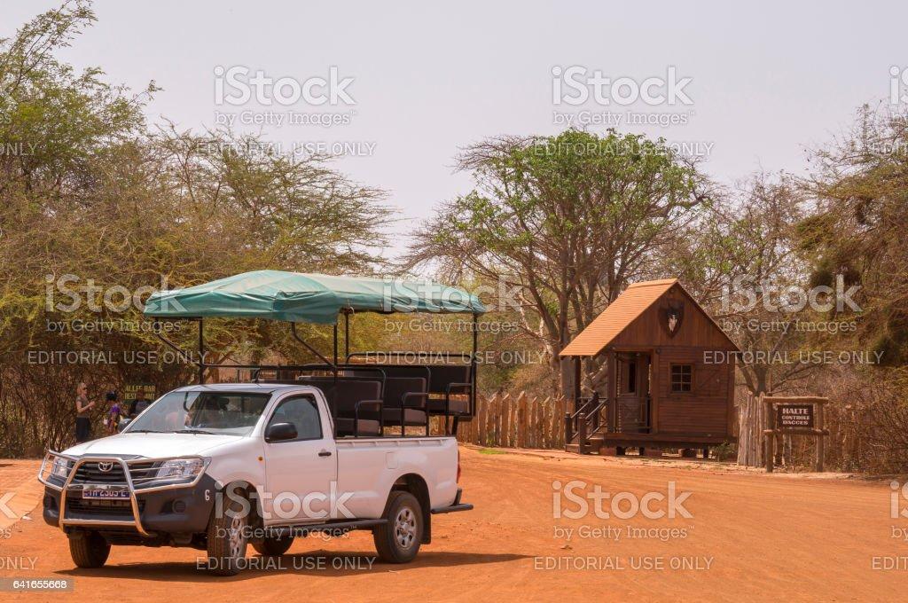 Vehículo todo terreno en la reserva de Bandia - foto de stock