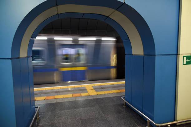 almaty metro - verschwommen - almaty metro wiedenmeier stock-fotos und bilder