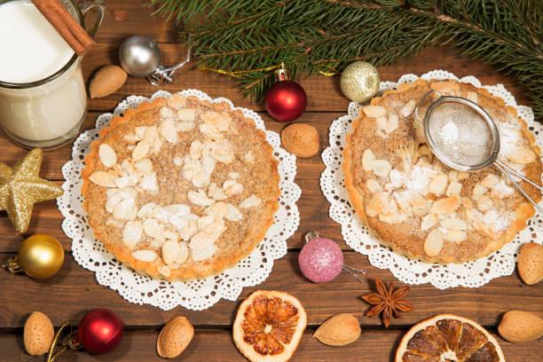 mandel und nuss törtchen - aufstrich weihnachten stock-fotos und bilder