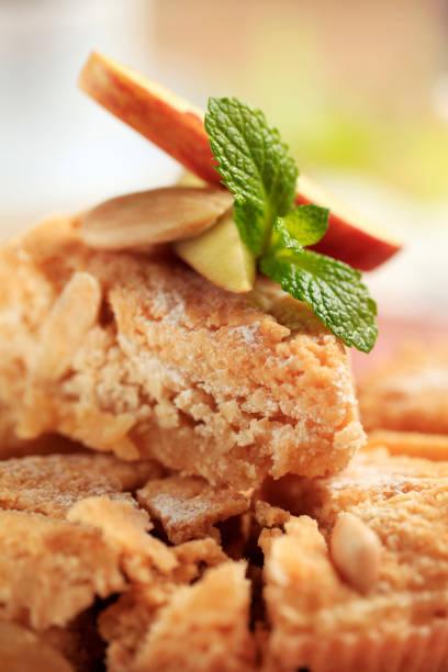 almond dessert kuchen - apfel marzipan kuchen stock-fotos und bilder