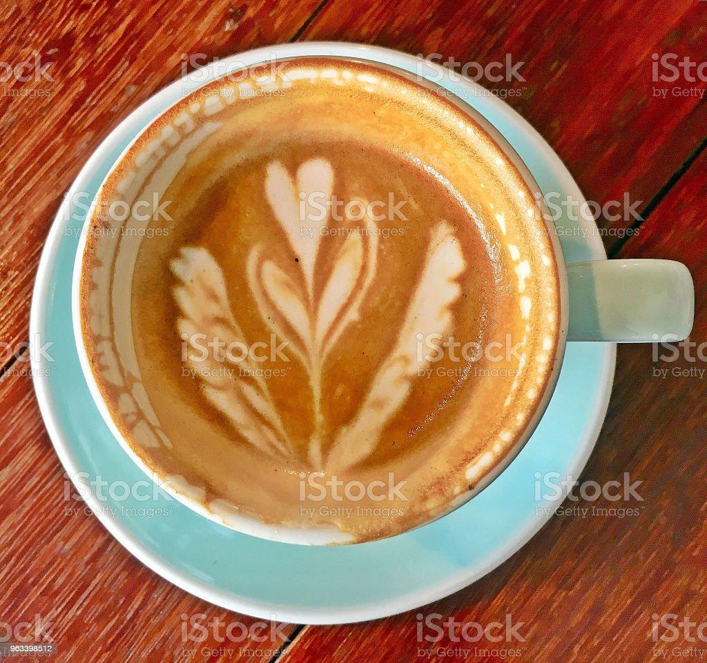 Prawie gotowe filiżankę kawy - Zbiór zdjęć royalty-free (Bez ludzi)