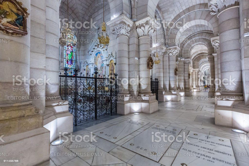 Almudena Cathedral in Madrid, Spain - foto stock