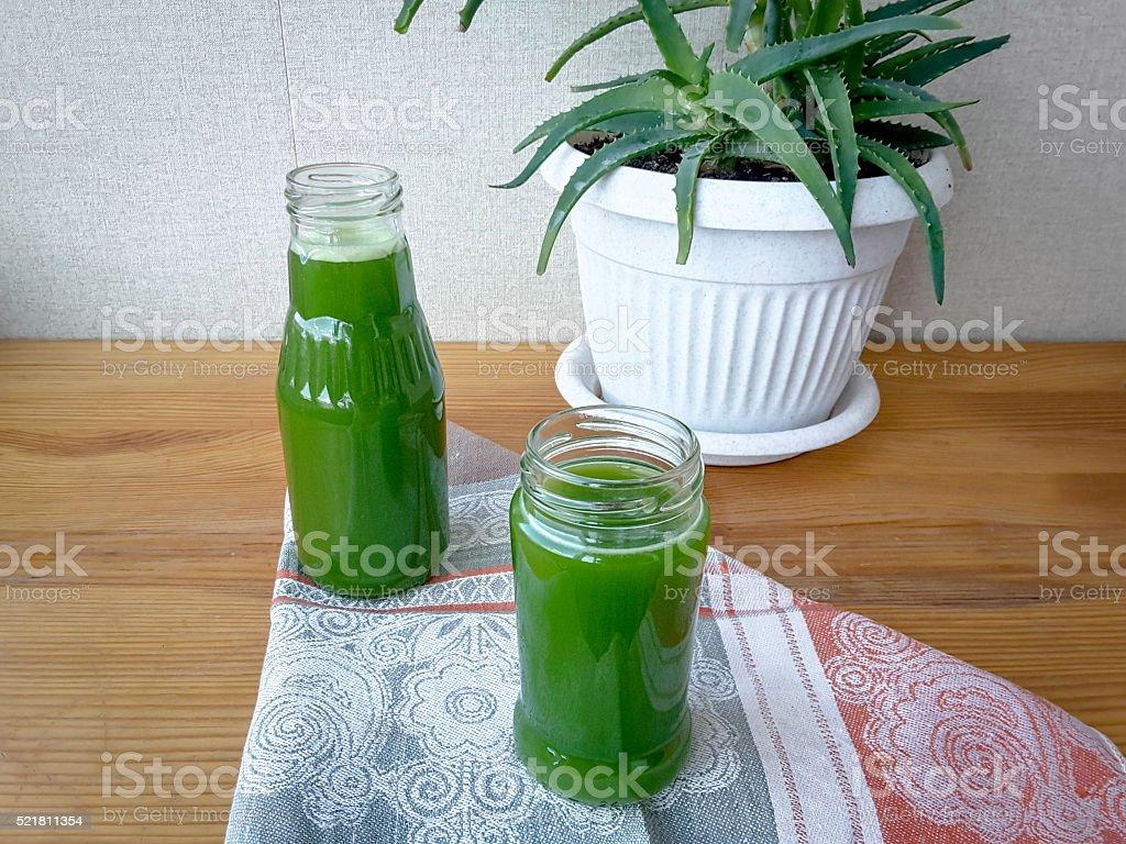 Алоэ сок на столе стоковое фото