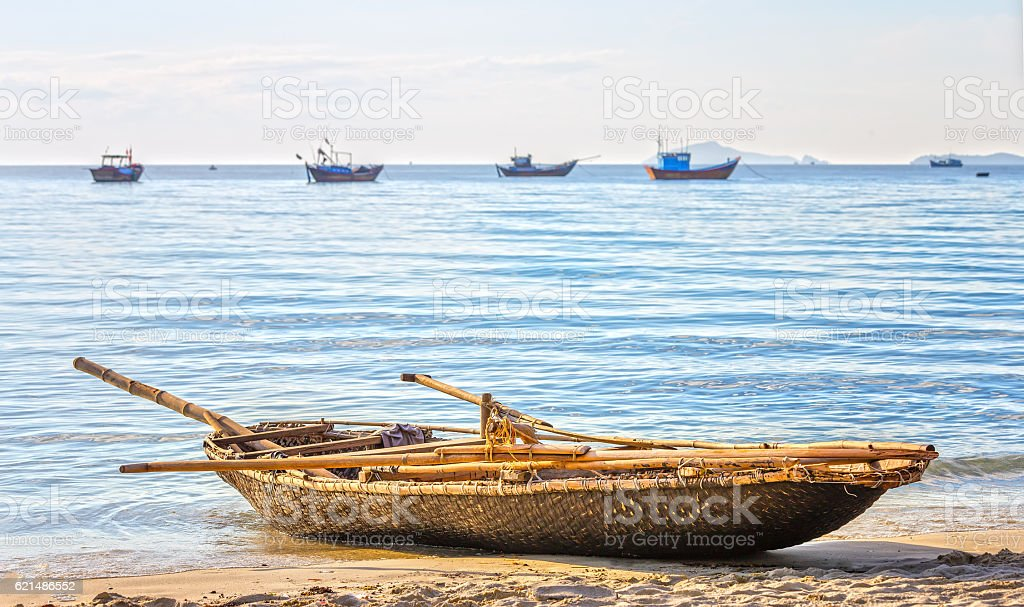 Alone fishing boat beachside in the morning foto stock royalty-free
