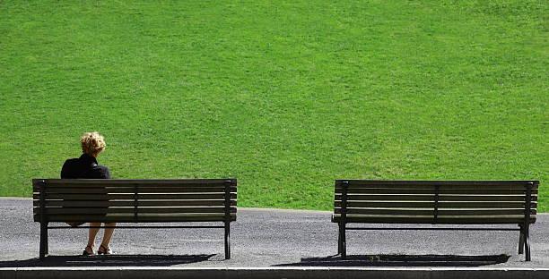 aloneness - trauer abschied tod stock-fotos und bilder