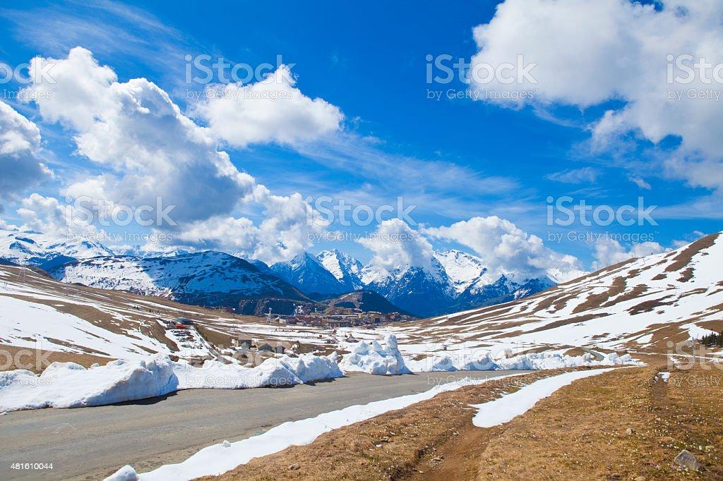 Alpe d'Huez village in spring foto
