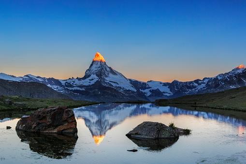 Alpen glow at Matterhorn with Stellisee in foreground