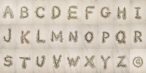 alphabet in the sand - ruth 個照片及圖片檔