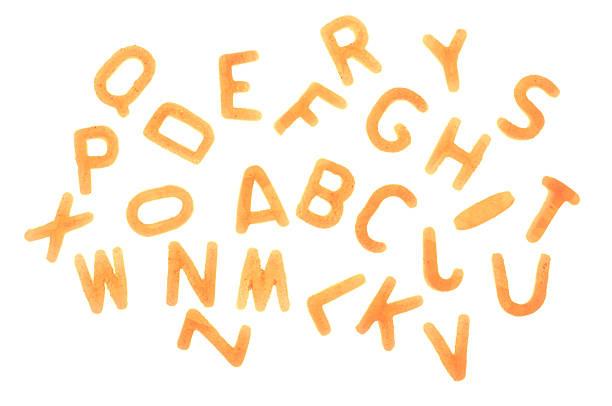 Alphabet Nudeln Buchstaben auf weißem Hintergrund – Foto