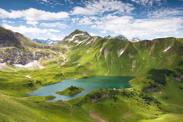 alpin lake schreeksee in bayern, allgäuer alpen, deutschland - allgäu stock-fotos und bilder