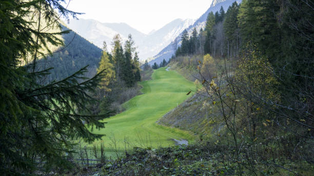 alpine golf course - laune stock-fotos und bilder