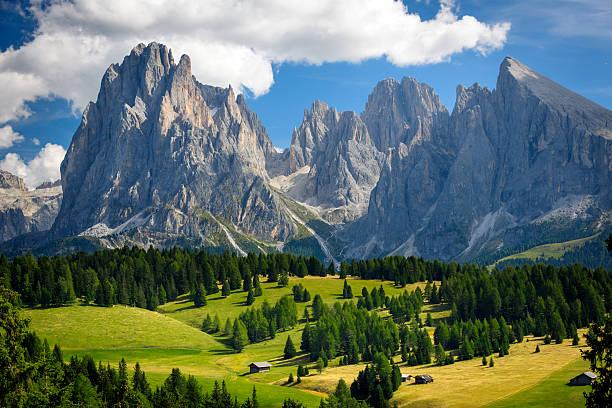 paesaggio alpino xxxl - dolomiti foto e immagini stock