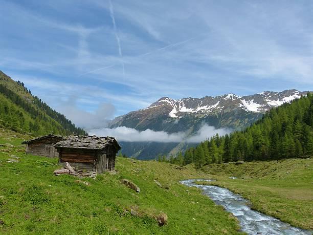 Ski-Szene mit Hütten aus Holz – Foto