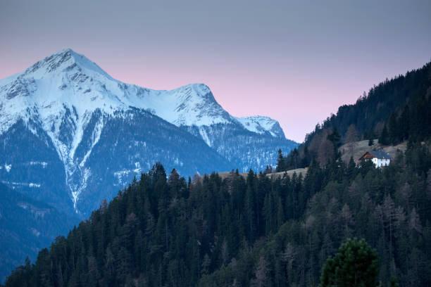 alpine skigebiet serfaus-fiss-ladis in österreich. - fiss tirol stock-fotos und bilder