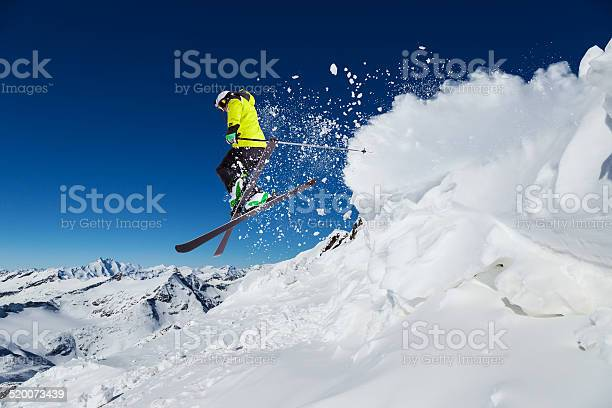 Alpine skier on piste skiing downhill picture id520073439?b=1&k=6&m=520073439&s=612x612&h=wm aaihkxea8nb3whtc0fpt7bc3 r6k3mqmujls2988=