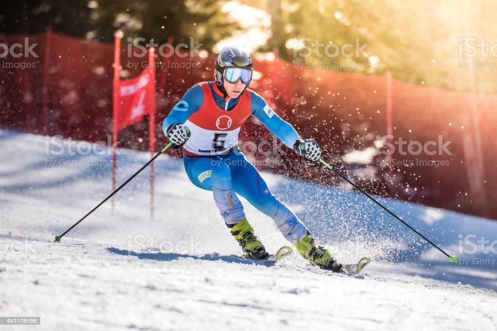 アルペン スキー大回転 - 1人のストックフォトや画像を多数ご用意 - iStock