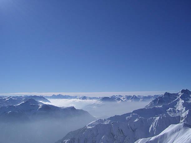 blick auf die berge - fiss tirol stock-fotos und bilder
