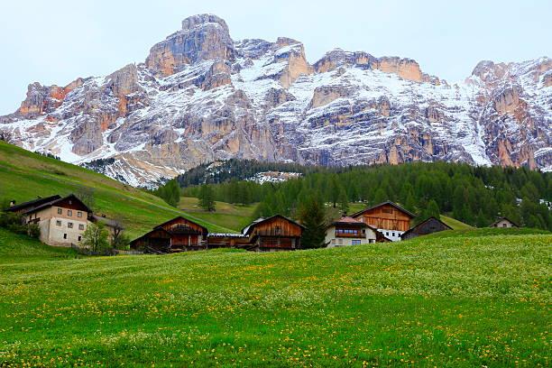 Alpine village: Dolomites Pinnacles, sudtirol landscape panorama – Foto