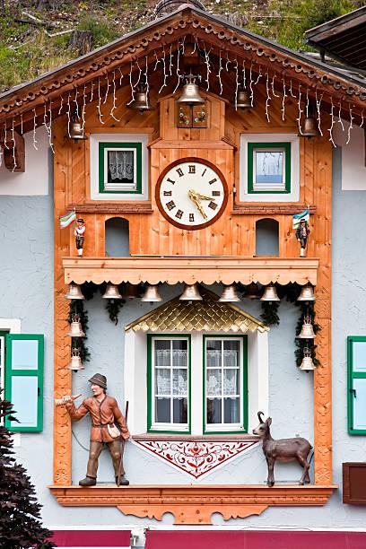 alpine hölzernen fassade mit uhr und glocken, dolomiten im sommer - jagd kranz stock-fotos und bilder