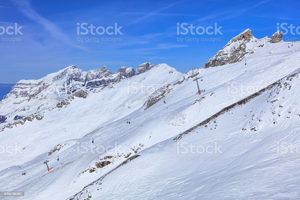 Alpes, vista de MT. Titlis en Suiza foto de stock libre de derechos