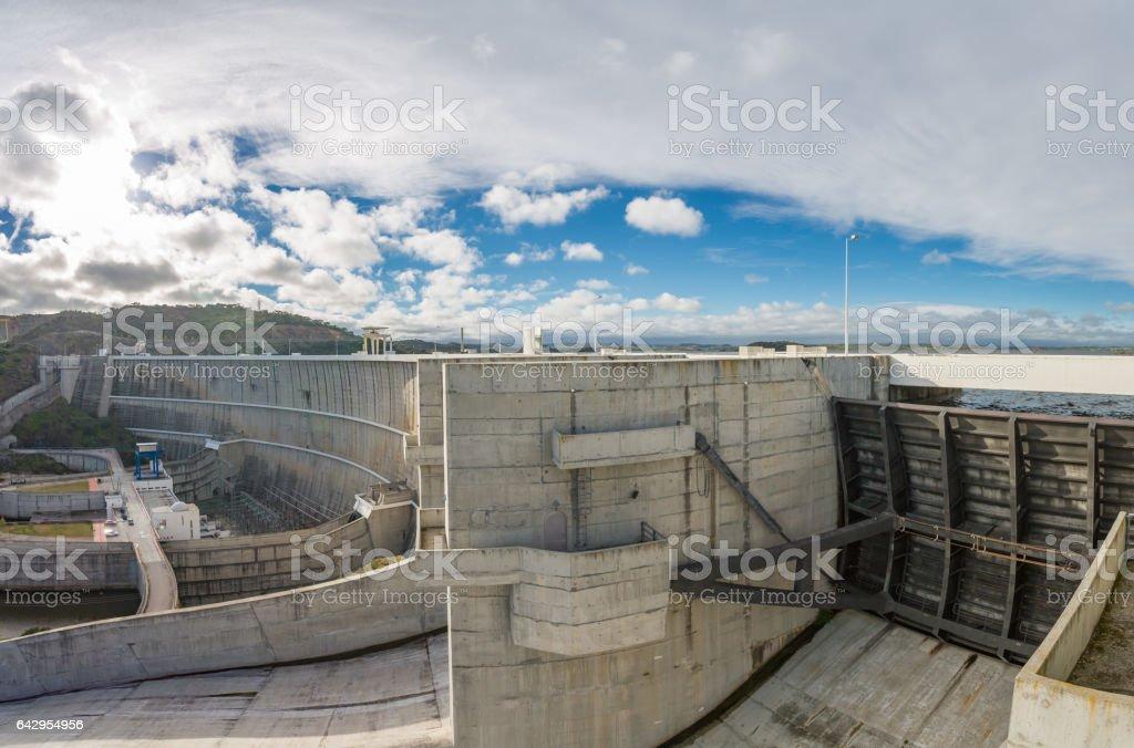 Embalse de la presa de Alqueva - foto de stock