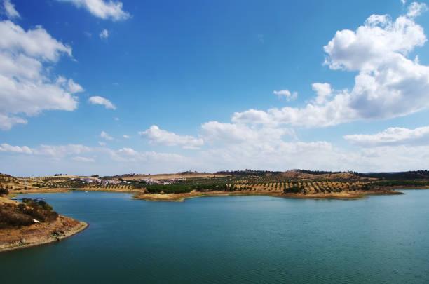 alqueva lake near amieira village - barragem portugal imagens e fotografias de stock