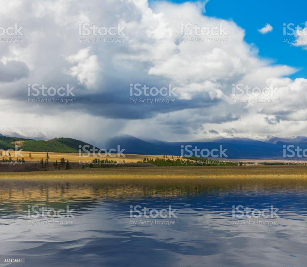 Montañas de Altai. Hermoso paisaje. Siberia Rusia - foto de stock