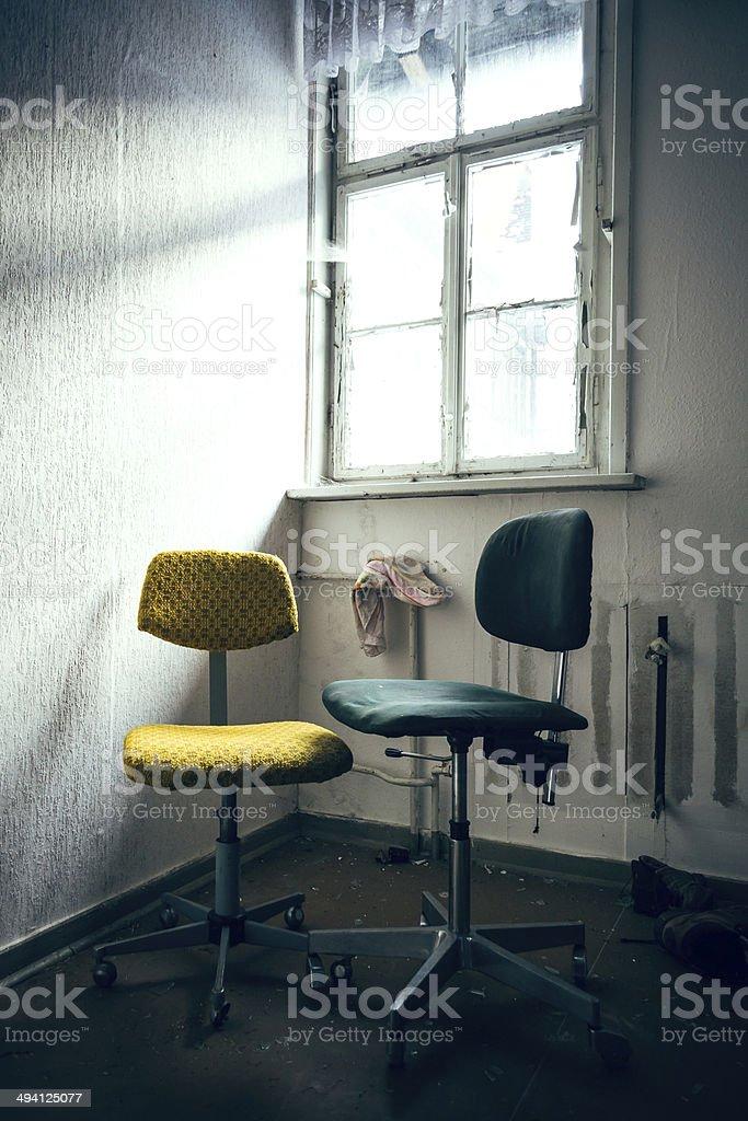 alte Bürostühle stock photo