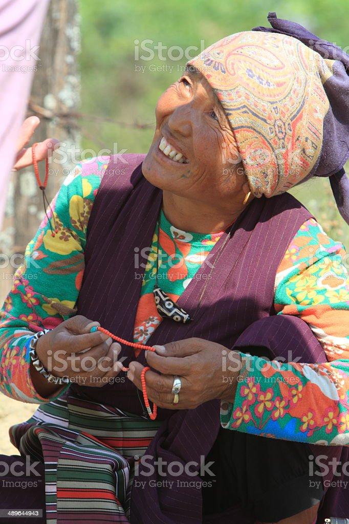 Alte Bäuerin in Nepal stock photo