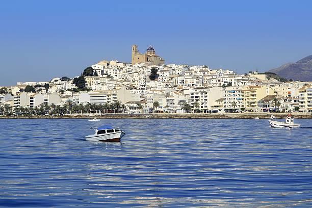 Altea provincia de Alicante España vista al mar azul - foto de stock