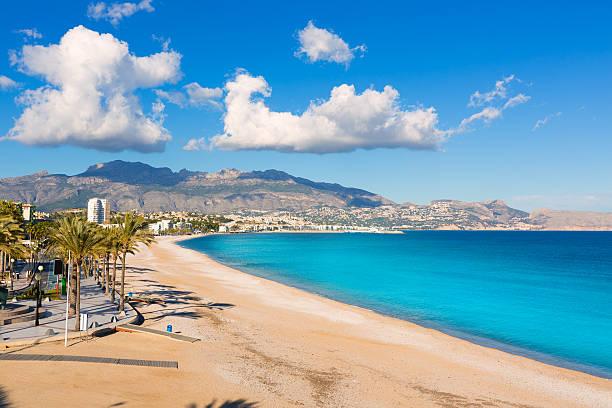 Altea Playa del Albir de piedras blancas en Alicante España - foto de stock