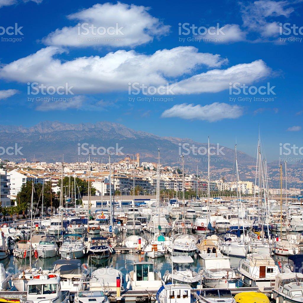 Altea en alicante de La marina village con barcos plano - foto de stock